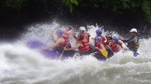 Rafting de diferentes niveles de dificultad, desde principiantes a muy arriesgados
